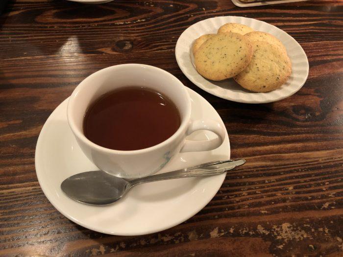 飲み放題の紅茶 and 今日のお菓子 img