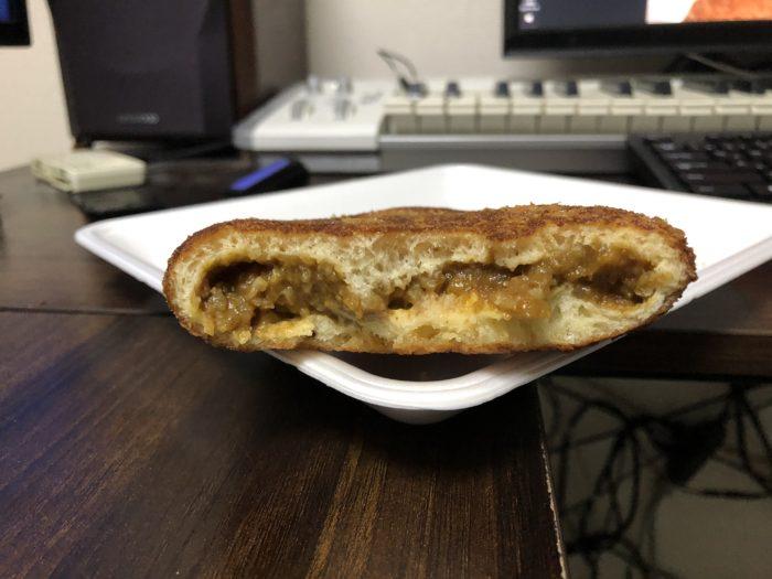 カレーライスの入った大きなカレーパン img2